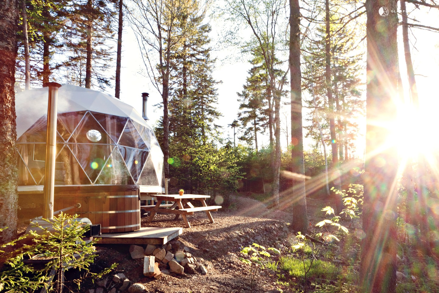 8 Dome Cabins and Tents - Glampinghub Luxury Dome with Hot Tub Canada
